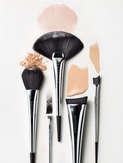 ¿Sabes qué pasa si no lavas tus brochas de maquillaje?