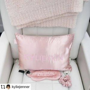 Así celebra Kylie Jenner la nueva línea de 'Kylie Skin'