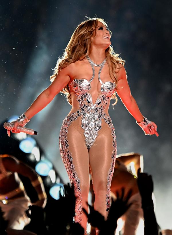La rutina de belleza de JLo para el —halftime show— en el Super Bowl 2020